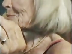 Video di sesso del granny - tubi d'epoca blowjob